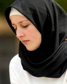 دعوى قضائية ضد قرار إحدى ثانويات في ضواحي مدريد بمنع دخول تلميذة إلى الفصل بسبب ارتدائها الحجاب.