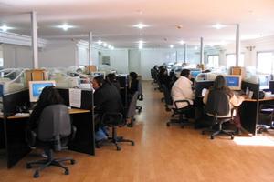 فرنسا تعد المغرب بالحفاظ على مناصب الشغل في مراكزالإتصال
