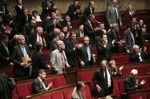 البرلمان الفرنسي يقر منع النقاب في الأماكن العامة