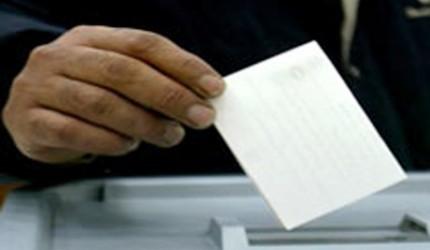 منشور للوزير الأول يحث على تمكين موظفي وأعوان الدولة ومستخدمي المؤسسات والمنشآت العامة من المشاركة في الاستفتاء في أحسن الظروف