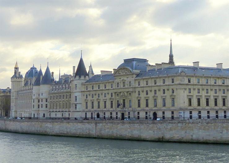 محكمة النقض الفرنسية: العقد الطبي - مسؤولية الطبيب - التزام ببذل عناية – نعم، التزام بتحقيق نتيجة - التعويض عن الضرر - لا