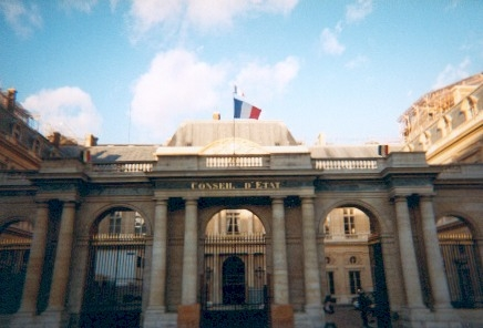 قرار لمجلس الدولة الفرنسي حول حق القضاة في تقديم طلب تنحية أحد أعضاء هيئة مجلس التأديب – متوفر باللغة الفرنسية