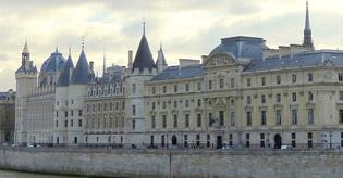 محكمة النقض الفرنسية: الإحالة على المجلس الدستوري ـ نتيجة الإحالة غير مؤثرة في النزاع ـ الإحالة غير ضرورية ـ نعم