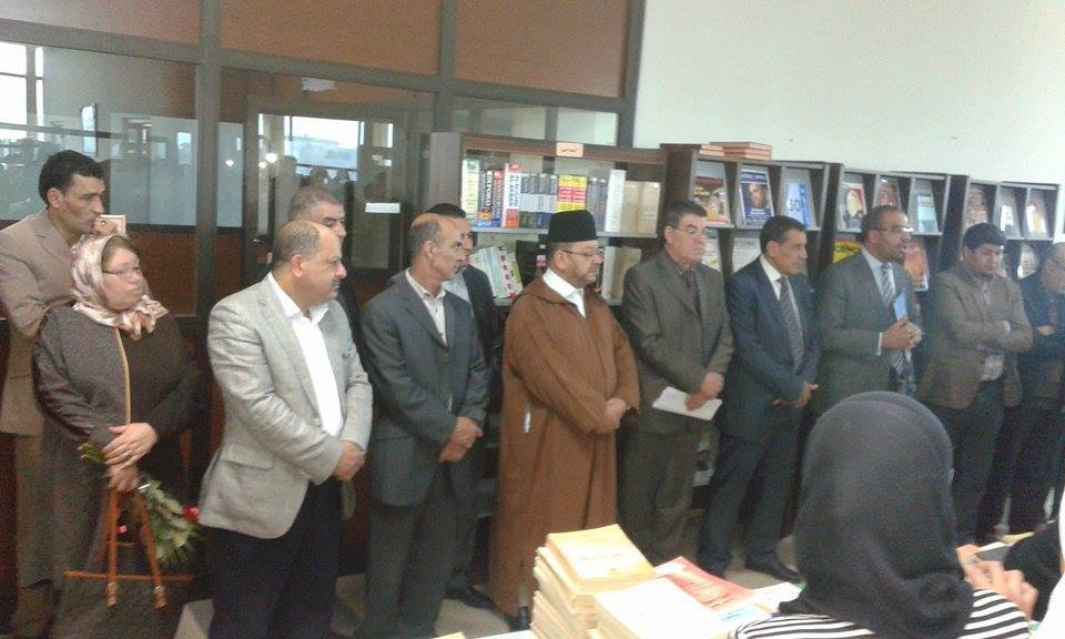 مركز الدراسات والبحوث الإنسانية والاجتماعية بوجدة يحتفي بالدكتور إدريس الفاخوري لإثرائه مكتبة المركز بعدد من الكتب و المؤلفات.